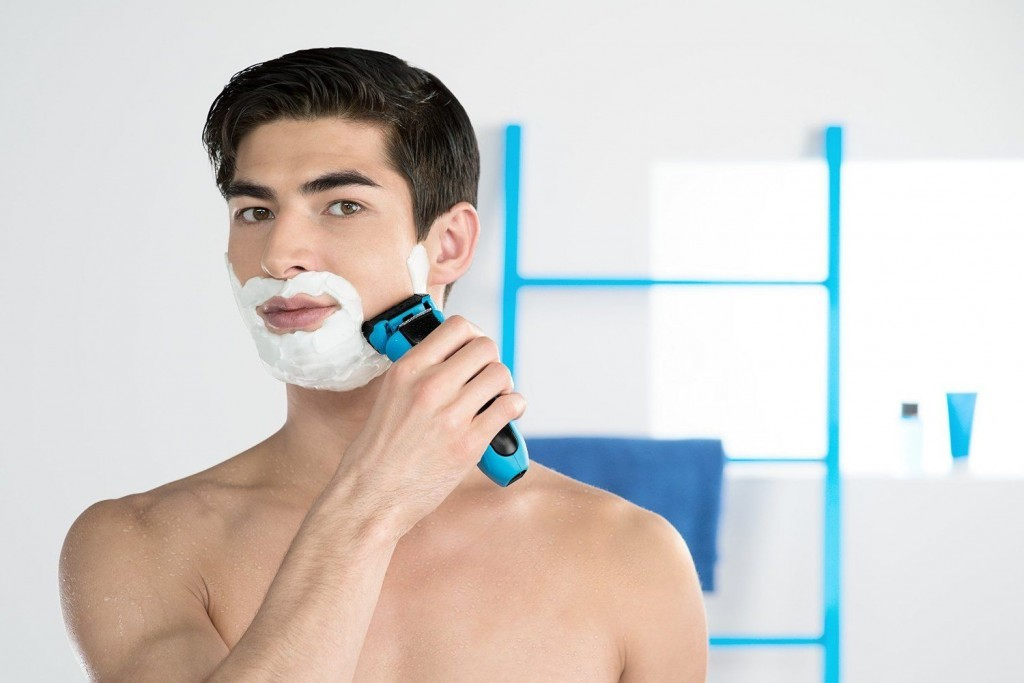 man using braun WaterFlex