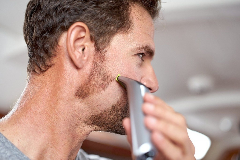 shaving-face-with-the-oneblade-pro
