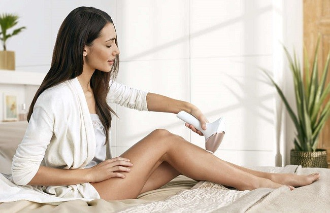 Philips Lumea Prestige IPL zapping leg hairs
