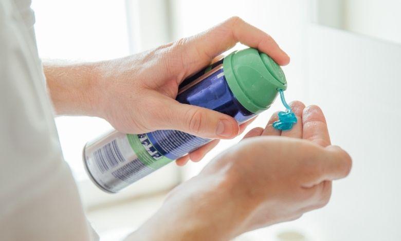 shaving gel foam in hand